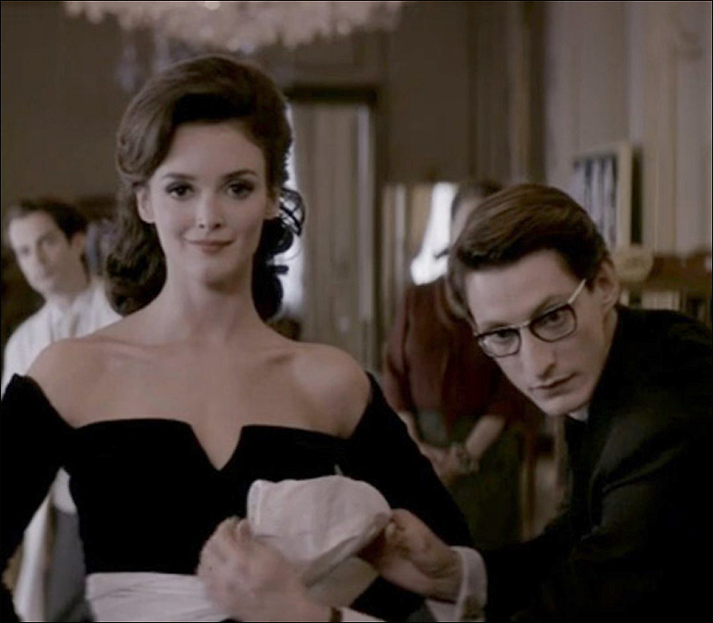 Charlotte Le Bon (Victoire) and Pierre Niney