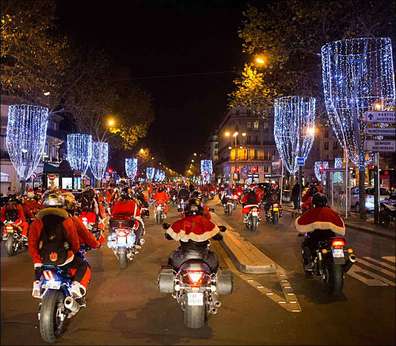 Santas down the street from home... © Jean-Baptiste Gurliat / Mairie de Paris