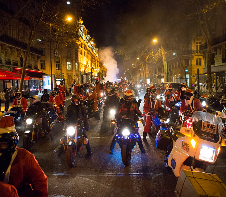 The sound of so many Santas was awesome © Jean-Baptiste Gurliat / Mairie de Paris