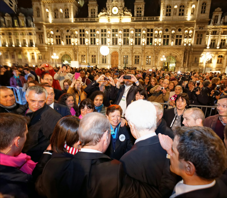 Celebrating the victory at city hall, pic: Jean-Baptiste Gurliat/Mairie de Paris