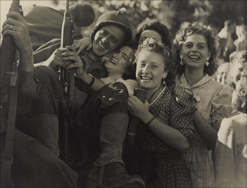 24 August 1944; pic © Robert Cohen/Agip/Rue des Archives/Musée Carnavalet