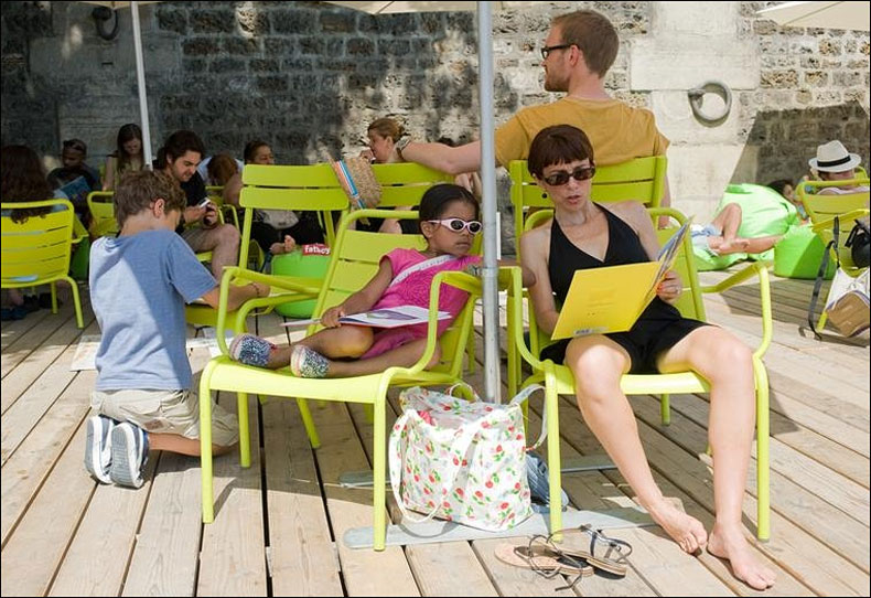 The free Beach Library; pic: Deborah Lesage/Mairie de Paris