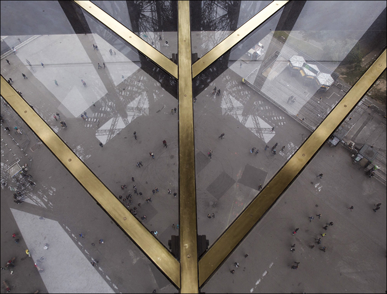 The eiffel tower s new glass floor mucha creative for Floors of the eiffel tower