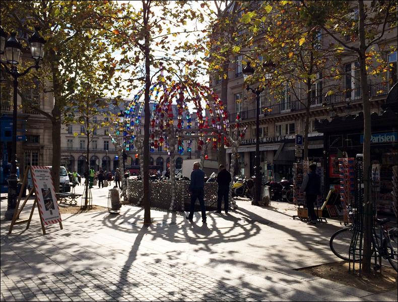 11 am, Palais Royal, Kiosk des noctambules; pic: Cynthia Rose