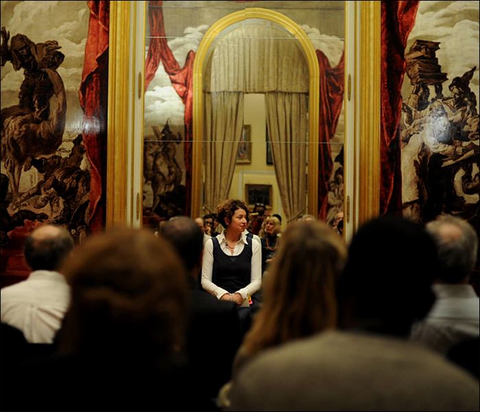 Véronique Aubouy performing at the Musée Carnavalet; pic © Laure Vasconi/Musée de Carnavalet