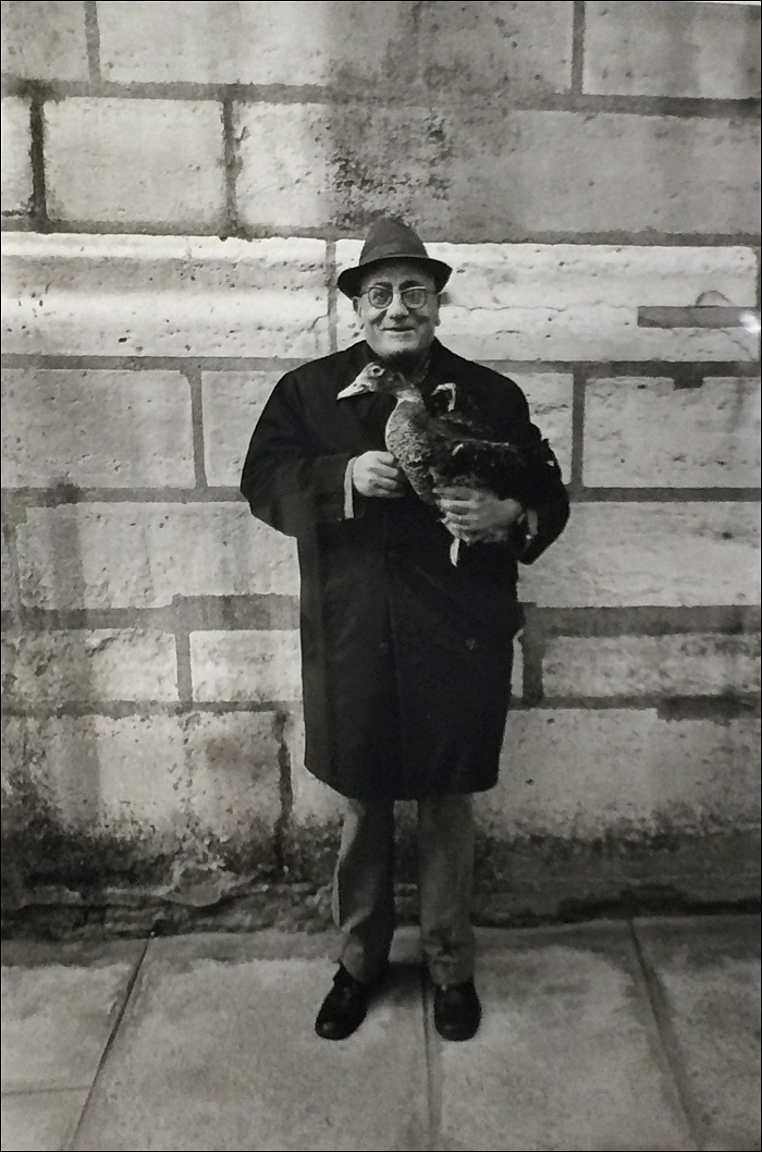 1976, Monsieur Duck with his duck © Jean-Phillippe Charbonnier/MAM Paris