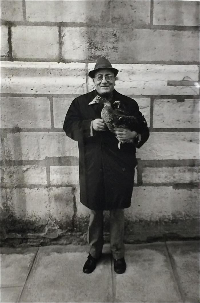 1976, Monsieur Duck with his duck © Jean-Phillippe Charbonnier/MAM Paris