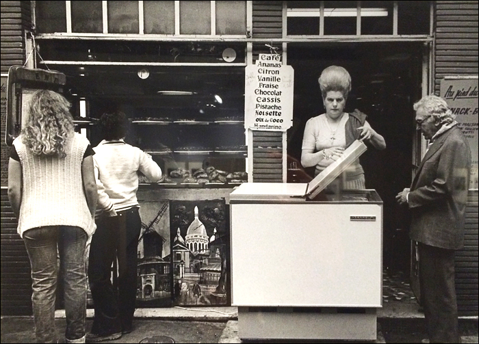 1980, Sauerkraut and waves in rue de Steinkerque © Jean-Phillippe Charbonnier/MAM Paris